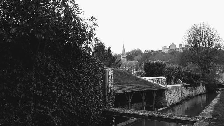chateau-de-la-madeleine-lavoir-2