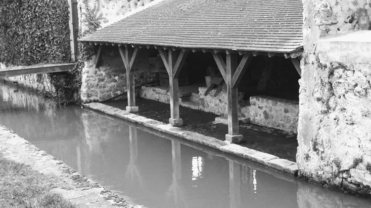 chateau-de-la-madeleine-lavoir