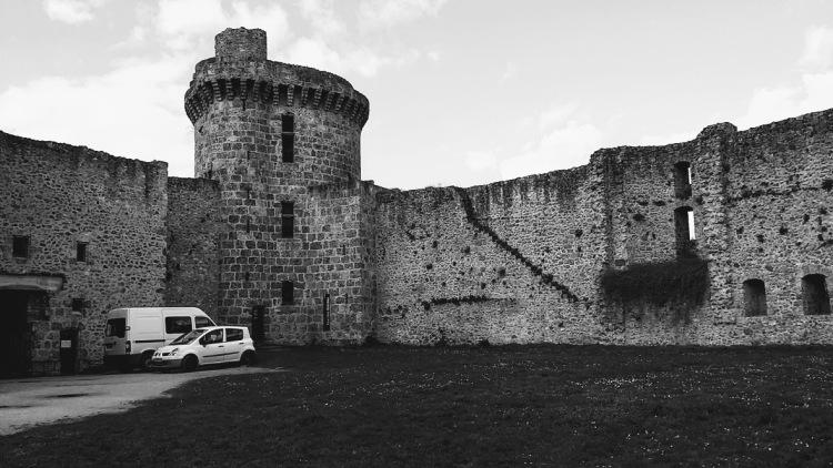 chateau-de-la-madeleine-tour-genoise